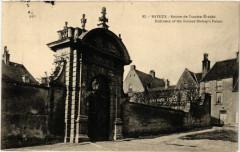 Bayeux - Entrée de l'ancien Evéché - Entrance of the former 14 Bayeux