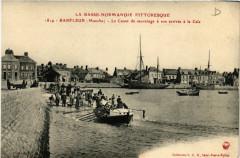 Barfleur - Le Canot de sauvetage a son arrivée a la Cale - Barfleur