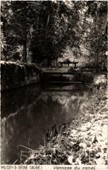 Mussy sur Seine- Vannage du canal France - Mussy-sur-Seine