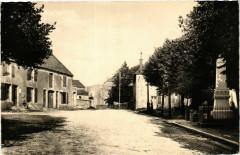 Clefmont - Place de l'Hotel de Ville - Entree du Chateau - Clefmont