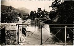 Heches - Le Canal et entrée du Village - Hèches