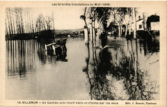 Villemur Un Camion auto roule dans un champ par les eaux - Villemur