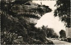 Les Eyzies - Le Rocher de la Peine - Les Eyzies