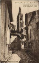 Saint-Emilion - Rue des Fontaines et le Clocher de l'Eglise - Saint-Émilion