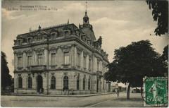 Coutras - Le Beau Monument de l'Hotel-de-Ville - Coutras