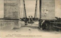 La Reole-Intérieur du Grand pont suspendu sur la Garonne - La Réole