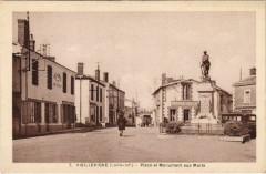 Vieillevigne Place et Monument aux Morts - Vieillevigne