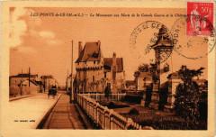 Les Ponts-de-Ce - Le Monument aux Morts et le Chateau - Les Ponts-de-Cé