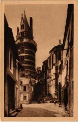 Durtal Une Tour dub Chateau et le Calvaire - Durtal