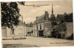 Le Lion-d'Angers - Un Coin de la Place de la Mairie - Le Lion-d'Angers