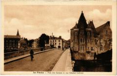 La Fleche - Pont des Carmes et rue Général Galliéni - La Flèche