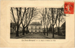 La Ferte-Bernard - Le Mail et l'Hotel de Ville - La Ferté-Bernard