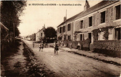 Neufchatel-en-Saosnois La Grande Rue - Neufchâtel-en-Saosnois
