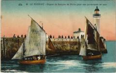 Le Treport - Depart de Barques de Peche pour une promenade en mer - Le Tréport