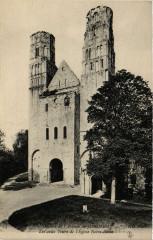 Ruines de l'Abbaye de Jumieges Les deux Tours de l'Eglise N D. - Jumièges