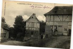 Saint-Grégoire-du-Viévre - Un coté de la Place - Saint-Grégoire-du-Vièvre