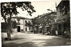 Saint-André-de-Sangonis (Hérault) La Place et la Mairie - Saint-André-de-Sangonis