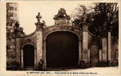Retaud - Vieuz portail de la Maison d'Ecole des Garcons - Rétaud