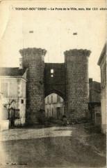 Tonnay-Boutonne - LaPorte de la Ville mon.hist (Xii siécle) - Tonnay-Boutonne