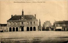 Neuville-de-Poitou Place Hotel de Ville - Neuville-de-Poitou
