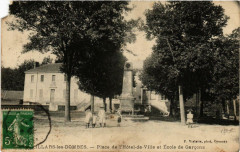 Villars-les-Dombes Place de l'Hotel de Ville et Ecole de Garcons - Villars-les-Dombes