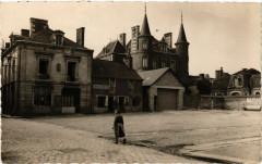 La Guerche de Bretagne -Le Chateau et la Place Duguesclin - La Guerche-de-Bretagne