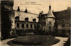 Env. d'Ebreuil Chateau de Veauce Intérieur de la Cour - Veauce