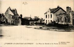 Coucy-le-Chateau-Auffrique Place du Marché.Les Ruines du Chateau - Coucy-le-Château-Auffrique