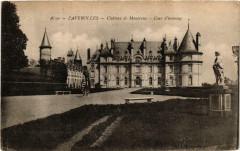Faverolles Chateau de Macreux. Cour d'honneur - Faverolles
