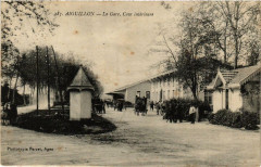 Aiguillon La Gare Cour intérieure 46 Lot