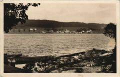 Saint-Point Lac Saint-Point - Le Lac dans le Fond Saint-Point - Saint-Point-Lac