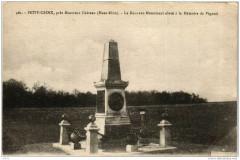 Petit Croix Le Nouveau Monument eleve a la Memoire - Croix