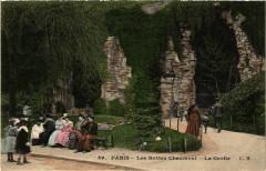 Les Buttes-Chaumont - La Grotte - Paris 19e
