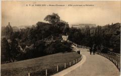 Buttes-Chaumont - Allée conduisant au Belvédère - Paris 19e