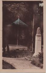 Statue E. Leroy et le kiosque - Montignac