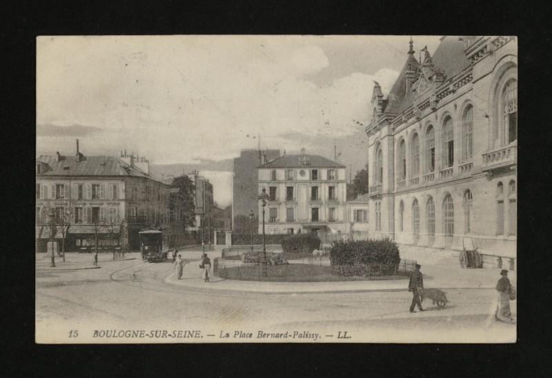 Carte postale ancienne La Place Bernard-Palissy à Boulogne-Billancourt