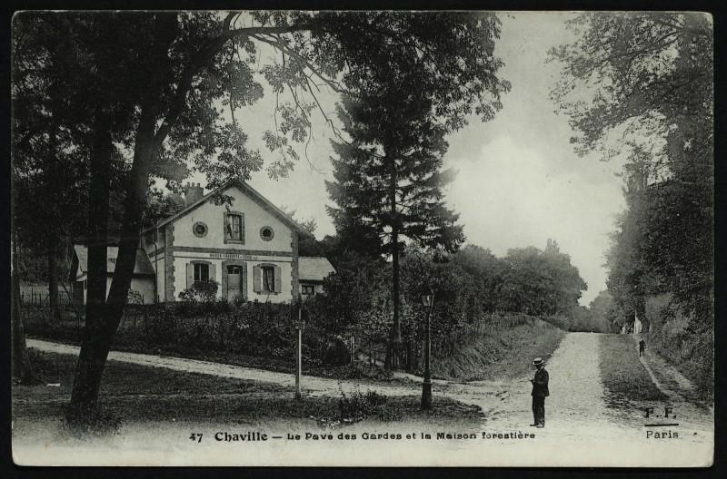 Carte postale ancienne Le Pavé des Gardes et la Maison forestière à Chaville
