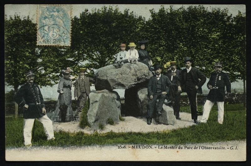 Carte postale ancienne Le Menhir du Parc de l'Observatoire à Meudon