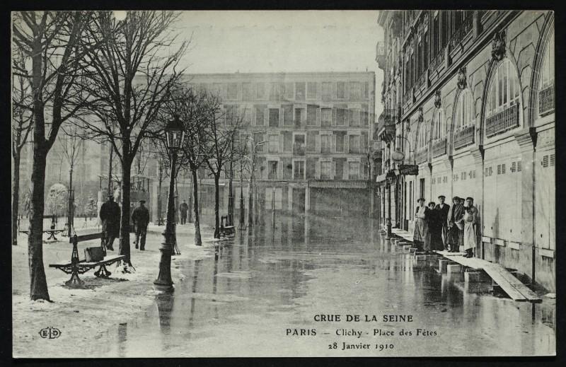 Carte postale ancienne Crue de la Seine - Place des Fêtes 28 janvier 1910 à Clichy