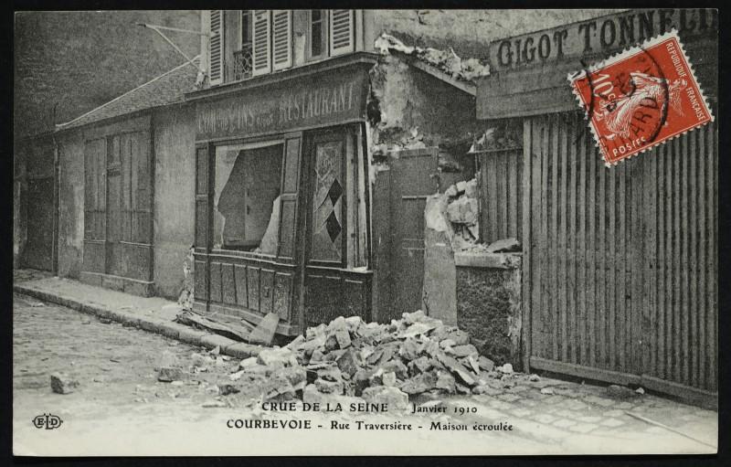 Carte postale ancienne Crue de la Seine janvier 1910 - Courbevoie - Rue Traversière - Maison écroulée à Gennevilliers