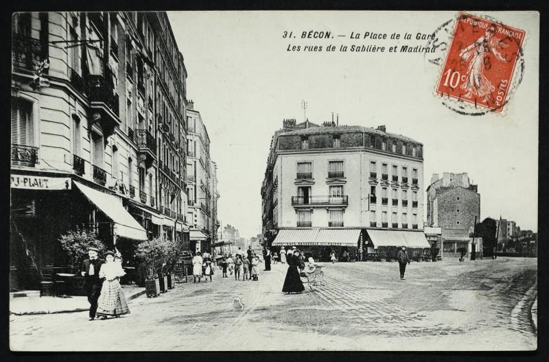 Carte postale ancienne Bécon- La Place de la Gare - Les rues de la Sablière et Madiraa à Asnières-sur-Seine