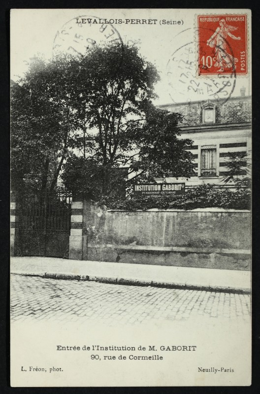 Carte postale ancienne Entrée de l'Institution de M. Gaborit, 90, rue de Cormeille à Levallois-Perret