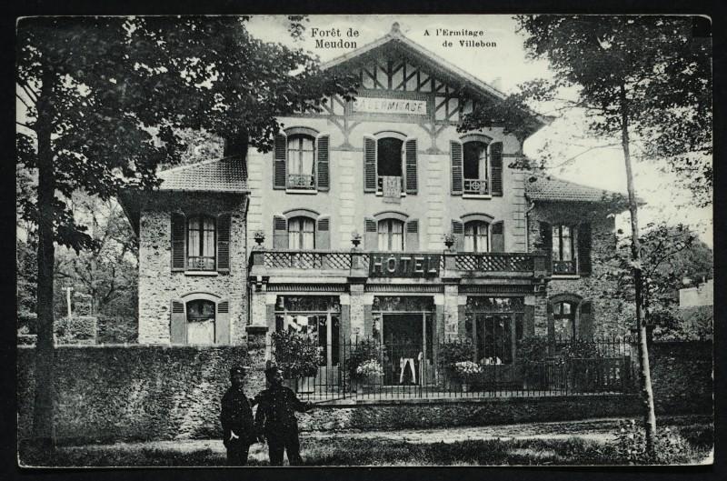 Carte postale ancienne Forêt de Meudon - A l'Ermitage de Villebon à Meudon