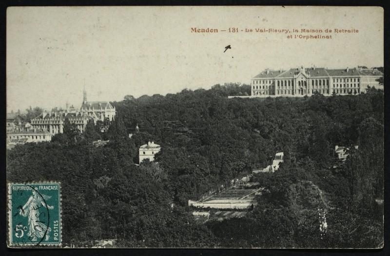 Carte postale ancienne Le Val-Fleury, la Maison de Retraite et l'Orphelinat à Meudon