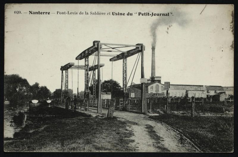 Carte postale ancienne Le pont-levis de la Sablière et l'usine du