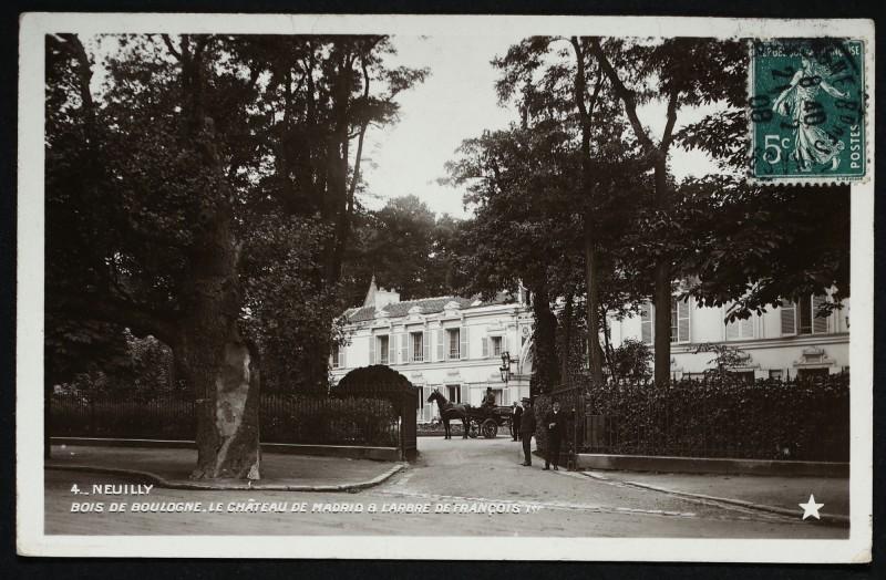 Carte postale ancienne Bois de Boulogne - Le Château de Madrid et l'arbre de François 1er à Neuilly-sur-Seine
