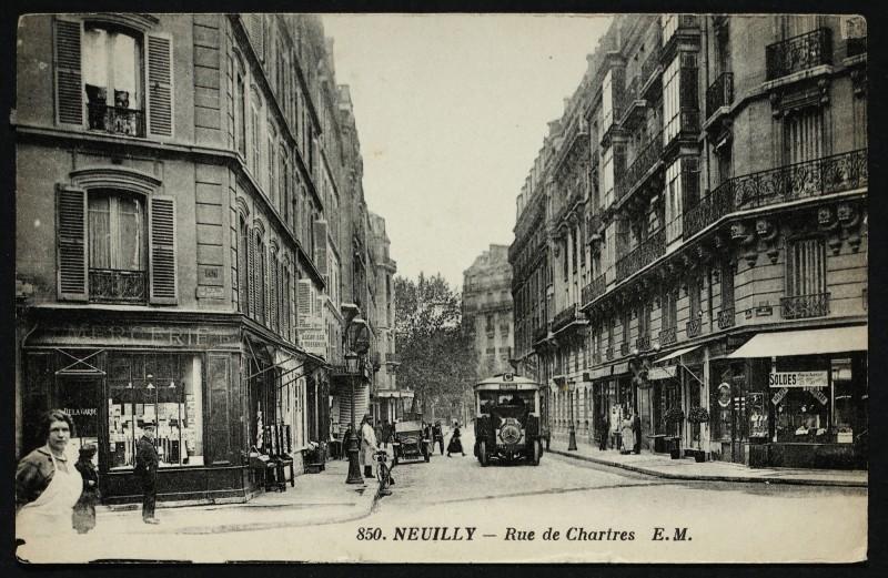 Carte postale ancienne Rue de Chartres à Neuilly-sur-Seine