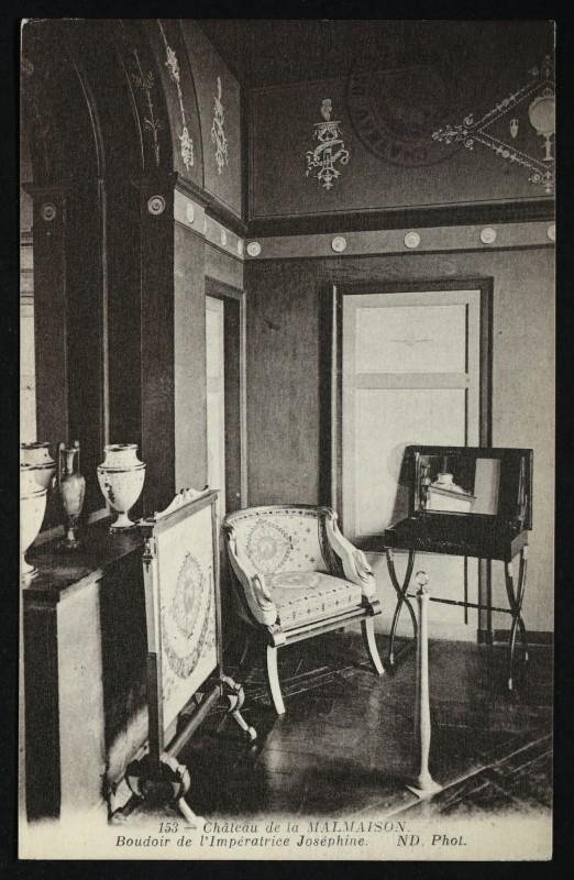 Carte postale ancienne Château de la Malmaison. - Boudoir de l'Impératrice Joséphine à Rueil-Malmaison