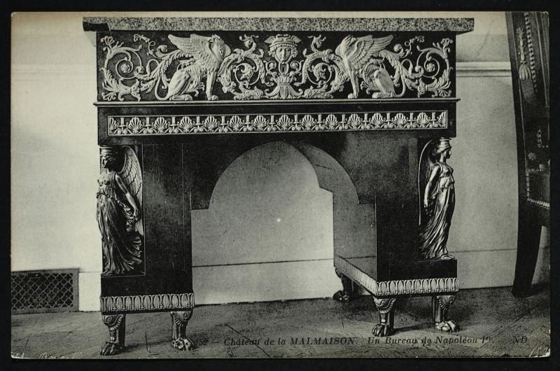 Carte postale ancienne Château de la Malmaison - Le Bureau de Napoléon Ier à Rueil-Malmaison