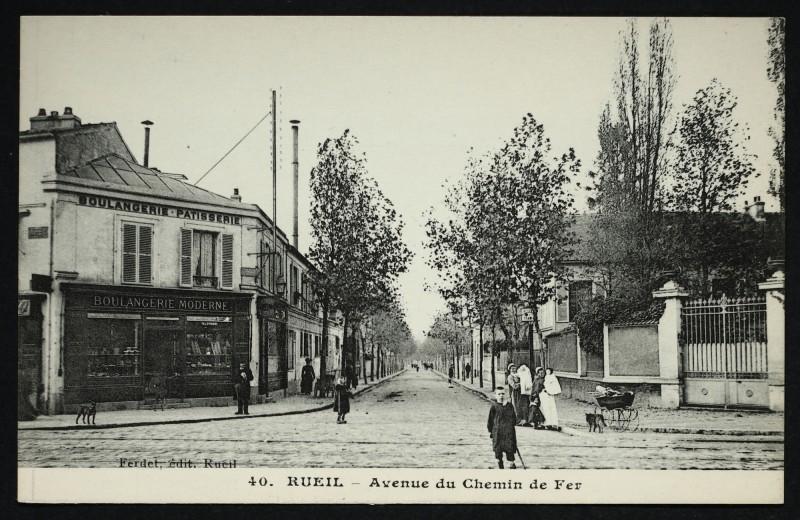 Carte postale ancienne Avenue du Chemin de Fer à Rueil-Malmaison